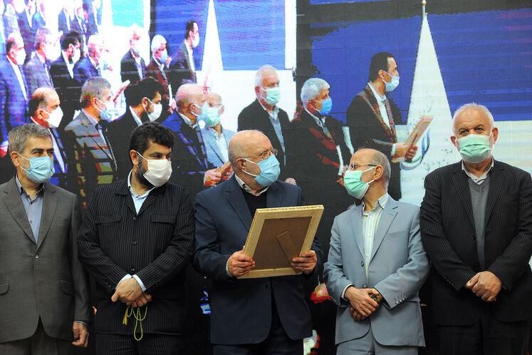 قدردانی از تلاشگران اجرای ابرپروژه پالایشگاه گاز بیدبلند خلیج فارس با حضور بیژن زنگنه، وزیر نفت