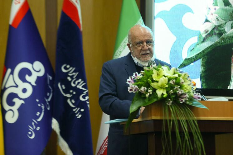 بیژن زنگنه، وزیر نفت در آیین گشایش رسمی بیستوپنجمین نمایشگاه بینالمللی نفت، گاز، پالایش و پتروشیمی