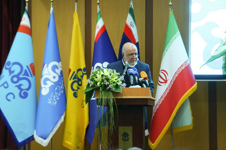 بیژن زنگنه، وزیر نفت در آیین گشایش رسمی بیستوپنجمین نمایشگاه نفت، گاز، پالایش و پتروشیمی