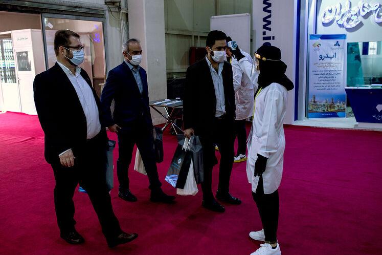 رعایت کامل پروتکلهای بهداشتی و فاصلهگذاری اجتماعی در  بیستوپنجمین نمایشگاه بینالمللی نفت ایران