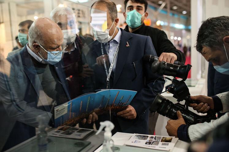 بازدید بیژن زنگنه، وزیر نفت از بیستوپنجمین نمایشگاه بینالمللی نفت ایران