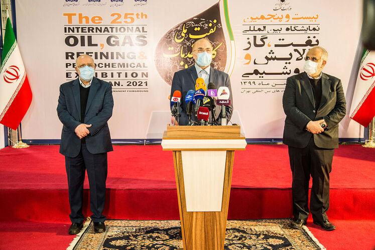 بازدید رئیس مجلس از بیستوپنجمین نمایشگاه نفت ایران