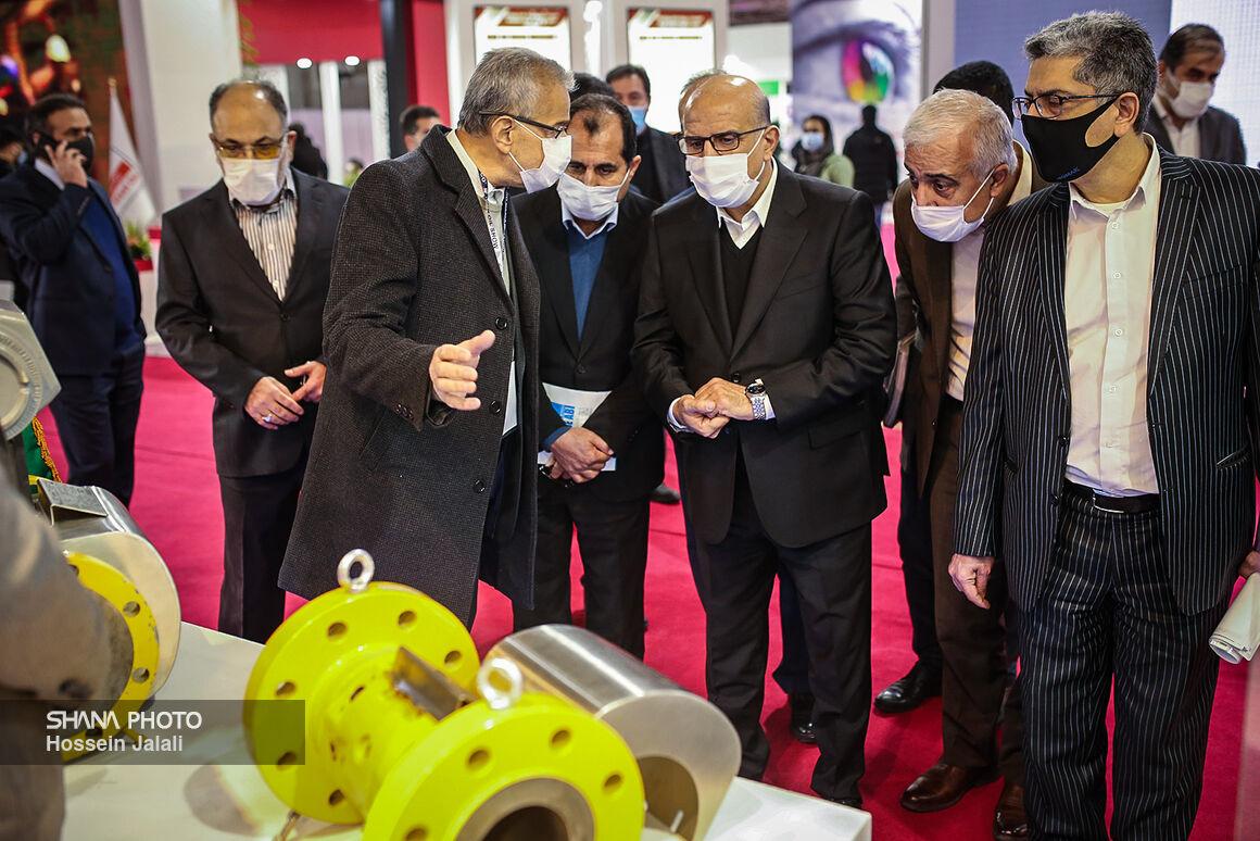 بازدید معاون وزیر نفت در امور پتروشیمی از نمایشگاه نفت