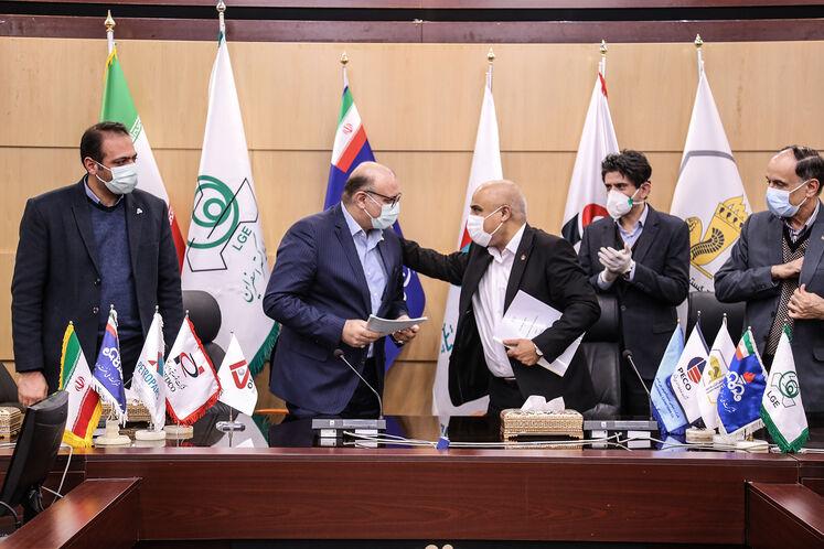 امضای قرار داد ساخت لولههای جداری بین پیمانکاران ایرانی با لوله گستر اسفراین