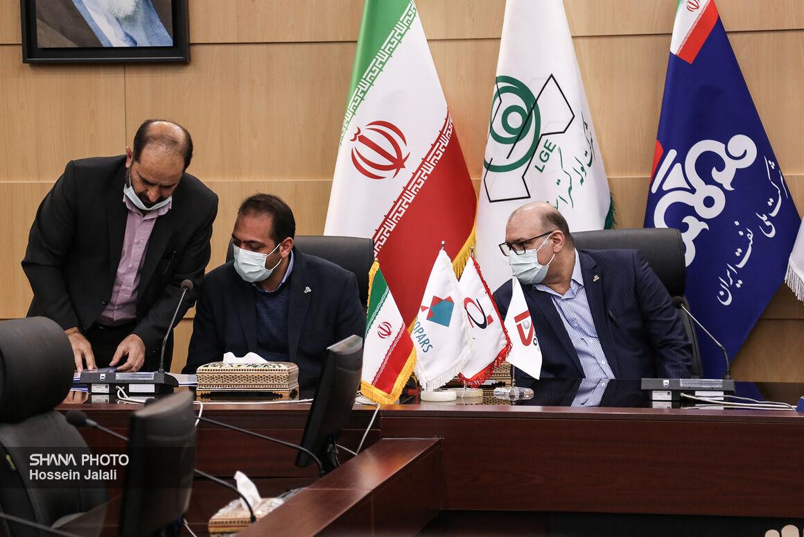 امضای قرارداد ساخت لولههای جداری بین پیمانکاران ایرانی با لوله گستر اسفراین