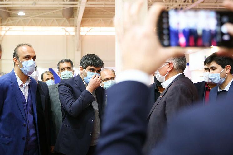 بازدید علیرضا صادق آبادی، مدیرعامل شرکت ملی پالایش و پخش فرآوردههای نفتی از بیست و پنجمین نمایشگاه نفت