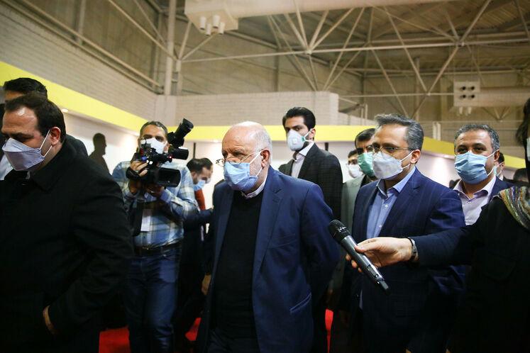 بازدید بیژن زنگنه، وزیر نفت از ستاد خبری بیستوپنجمین نمایشگاه بینالمللی نفت ایران