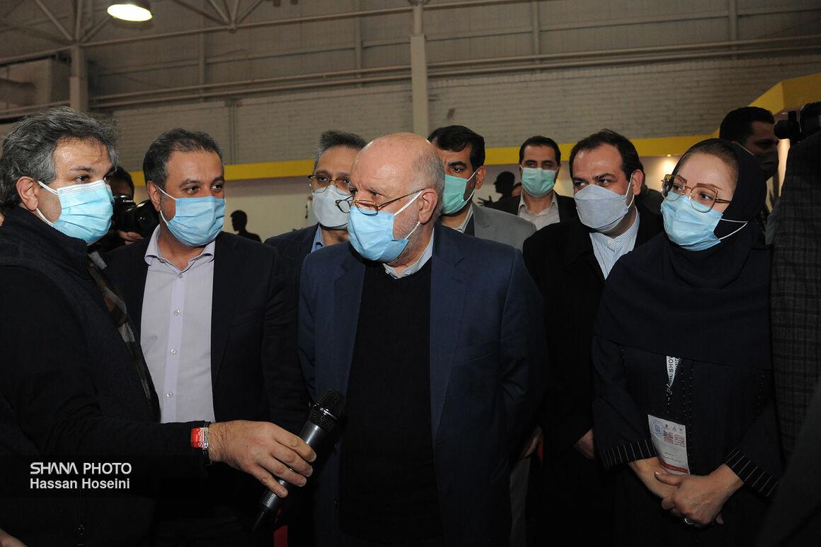 زنگنه از ستاد خبری بیستوپنجمین نمایشگاه نفت بازدید کرد