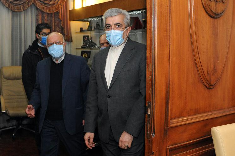 از راست: رضا اردکانیان، وزیر نیرو و بیژن زنگنه، وزیر نفت