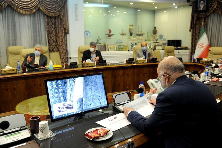 دیدار و گفتوگوی بیژن زنگنه، وزیر نفت با رضا اردکانیان، وزیر نیرو در محل ساختمان مرکزی وزارت نفت