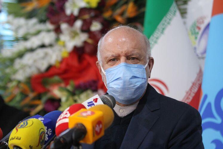 نشست خبری بیژن زنگنه، وزیر نفت در حاشیه چهاردهمین نمایشگاه ایران پلاست