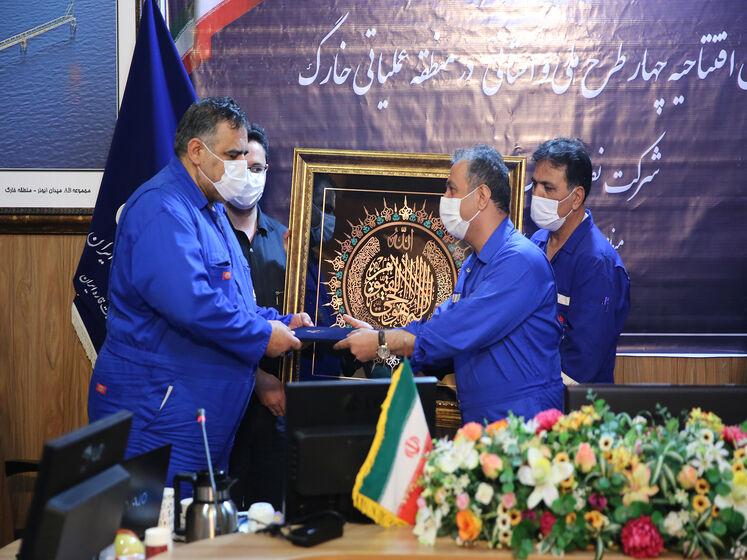 آیین بهرهبرداری رسمی از چهار طرح ملی و استانی منطقه عملیاتی خارک شرکت نفت فلات قاره ایران