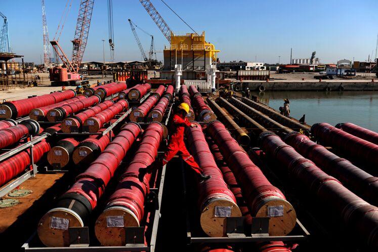 بارگیری نخستین گوی شناور پایانه نفتی جاسک