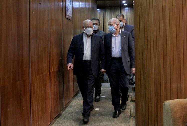 بیژن زنگنه، وزیر نفت و حسن منتظر تربیتی، معاون وزیر نفت و مدیرعامل شرکت ملی گاز ایران