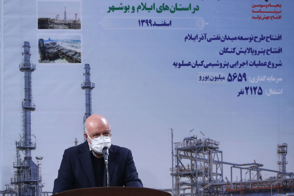 Minister Rejoices over Iran Activities in Joint Oil Fields