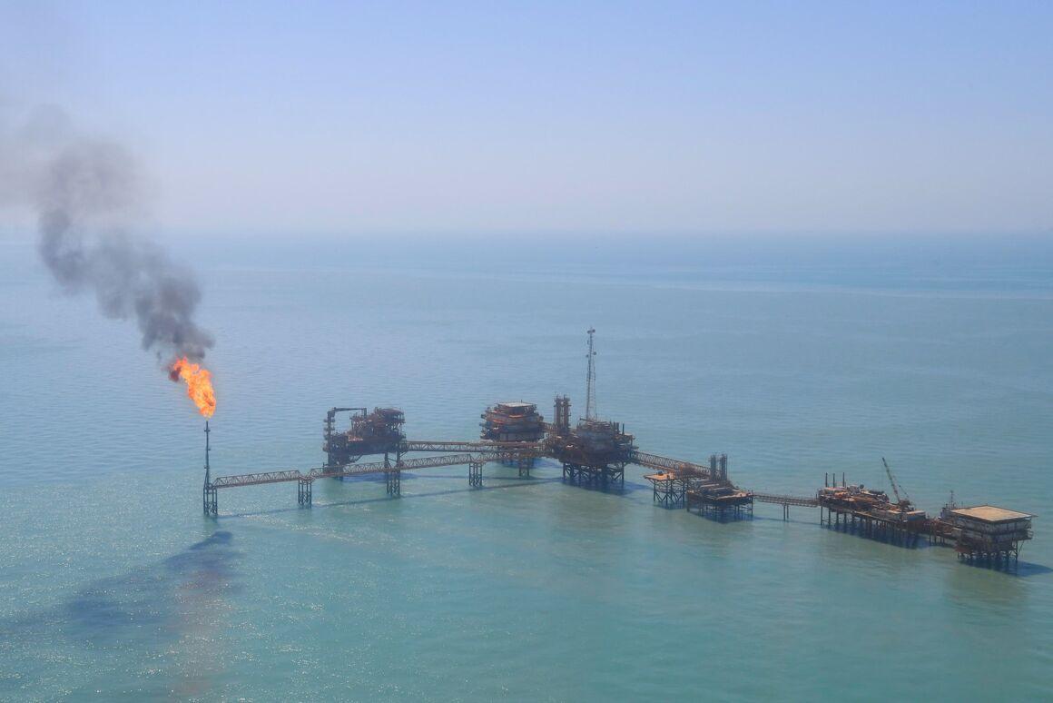 کاهش سوختن گازهای مشعل در مناطق عملیاتی نفت فلات قاره
