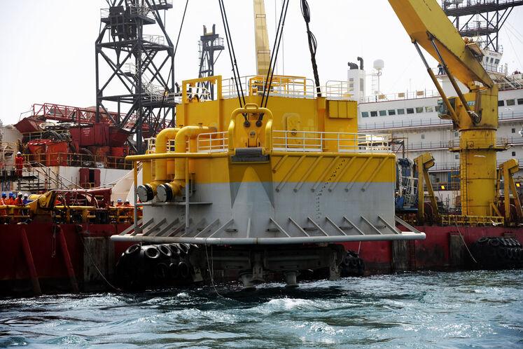 نصب نخستین گوی شناور صادراتی پایانه نفتی جاسک