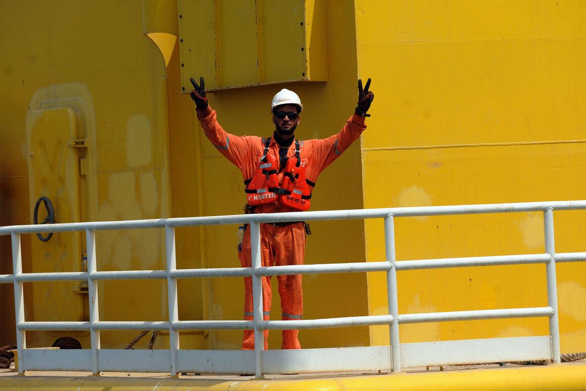 صنعت نفت چراغ اول توسعه سواحل مکران را روشن کرد