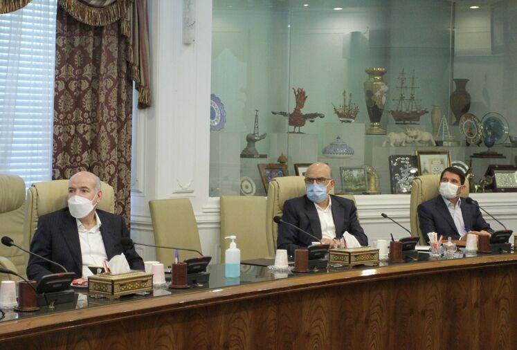 نشست بیژن زنگنه، وزیر نفت با مدیران عامل چهار شرکت اصلی و معاونان وزارت نفت درباره اهم اهداف و برنامههای صنعت نفت برای تحقق شعار سال ۱۴۰۰