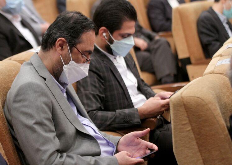 از راست آیدین ختلان، دستیار ارشد وزیر نفت و جعفر ربیعی، مدیرعامل شرکت صنایع پتروشیمی خلیج فارس (هلدینگ خلیج فارس)