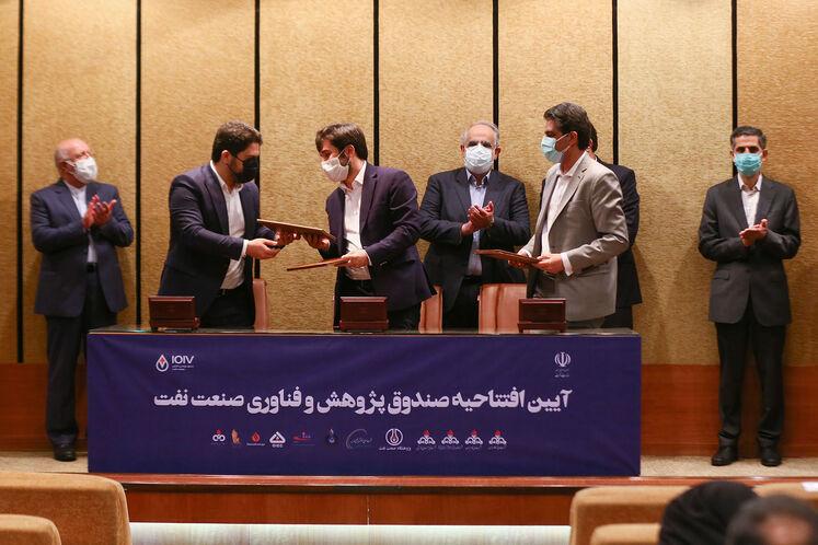 آیین امضای ۴ قرارداد صندوق پژوهش و فناوری صنعت نفت