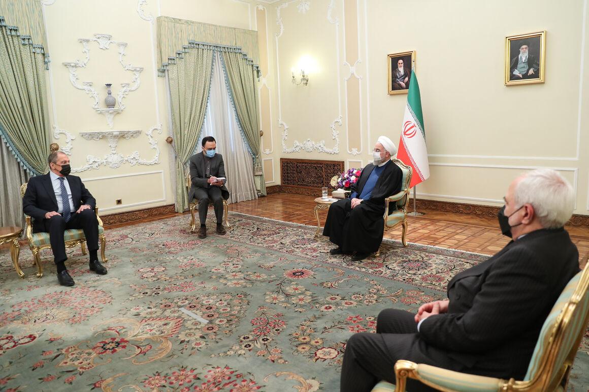 همکاریهای ایران و روسیه در بخش نفت و انرژی باید اجرایی شوند