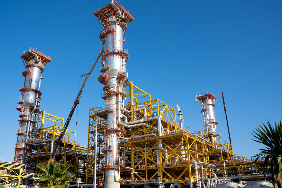 Iran Boosts Petchem Output by 21.5 mt in 1399