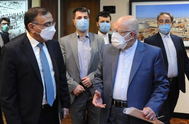 بیژن زنگنه، وزیر نفت و ماجد حنتوش، وزیر برق عراق