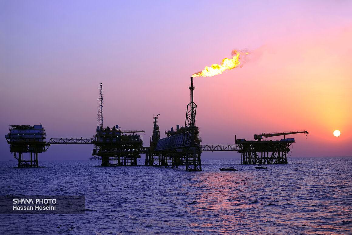 صنعت نفت در دل خلیج همیشه فارس