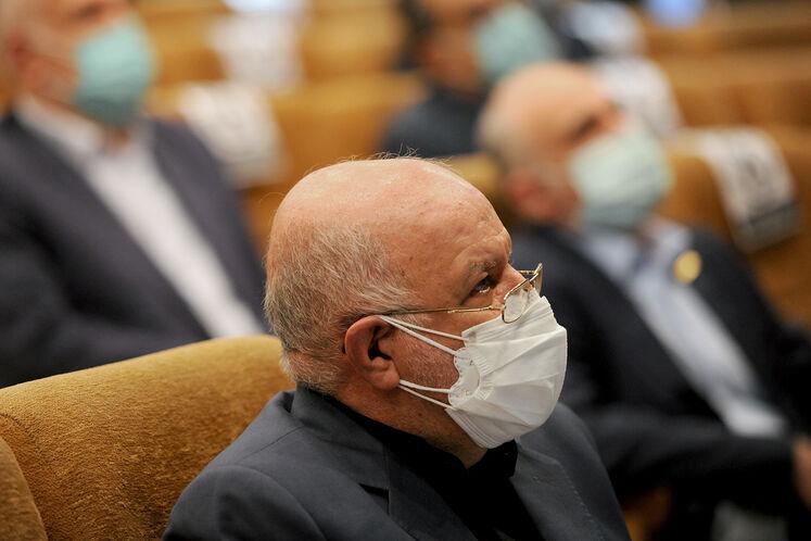 بیژن زنگنه، وزیر نفت در آیین امضای قرارداد توسعه میدان گازی فرزاد «ب»