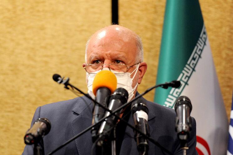 بیژن زنگنه وزیر نفت در آیین امضای قرارداد توسعه میدان گازی فرزاد «ب»