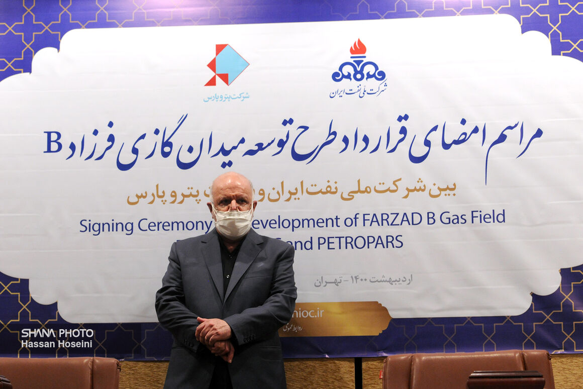 آیین امضای قرارداد توسعه میدان گازی فرزاد «ب»
