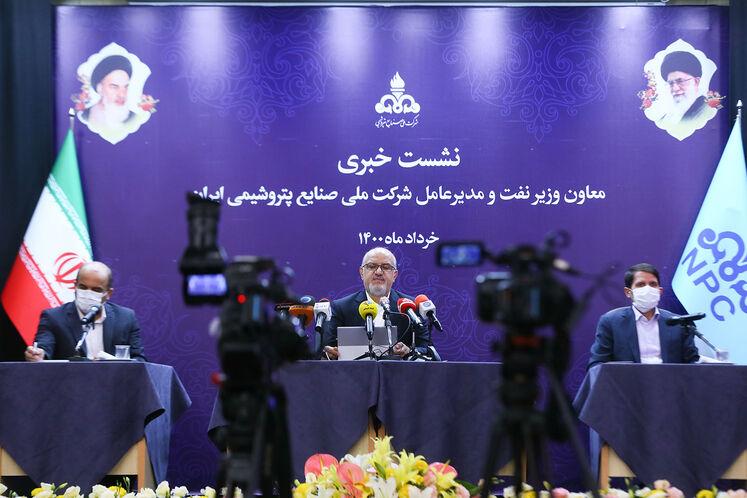 نشست خبری بهزاد محمدی، معاون وزیر نفت و مدیرعامل شرکت ملی صنایع پتروشیمی