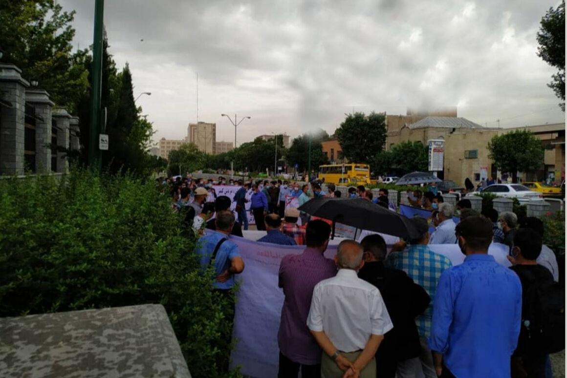 تجمع دوباره کارکنان رسمی نفت برای پیگیری مطالبات صنفی