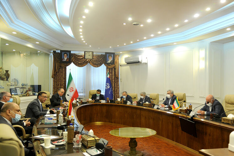 دیدار بیژن زنگنه، وزیر نفت و رضا اردکانیان وزیر نیرو با علی عبدالامیر علاوی، وزیر دارایی  و ماجد حنتوش، وزیر برق عراق