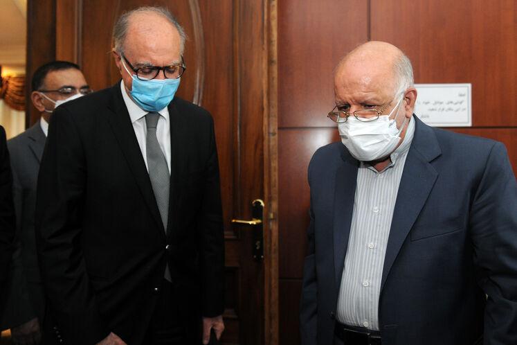 بیژن زنگنه، وزیر نفت و علی عبدالامیر علاوی، وزیر دارایی عراق