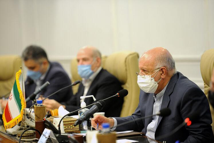 دیدار بیژن زنگنه، وزیر نفت و شاهین مصطفییف، معاون نخستوزیر آذربایجان