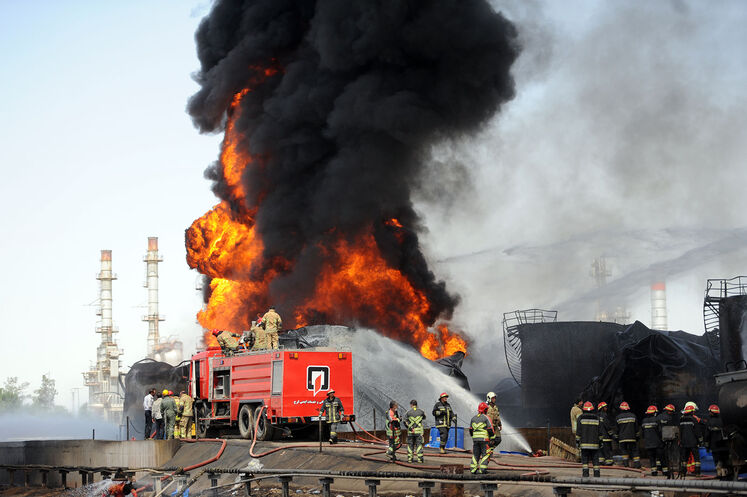 روز دوم عملیات خاموش کردن آتش مخازن پالایشگاه تهران