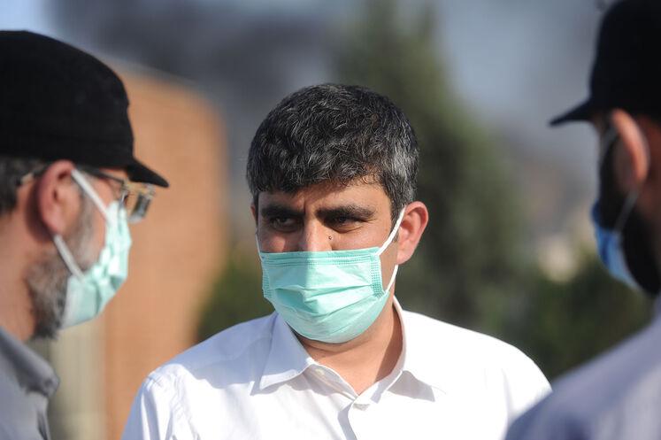 حضور علیرضا صادقآبادی، مدیرعامل شرکت ملی پالایش و پخش فرآوردههای نفتی در محل حادثه آتشسوزی مخازن مخازن پالایشگاه تهران