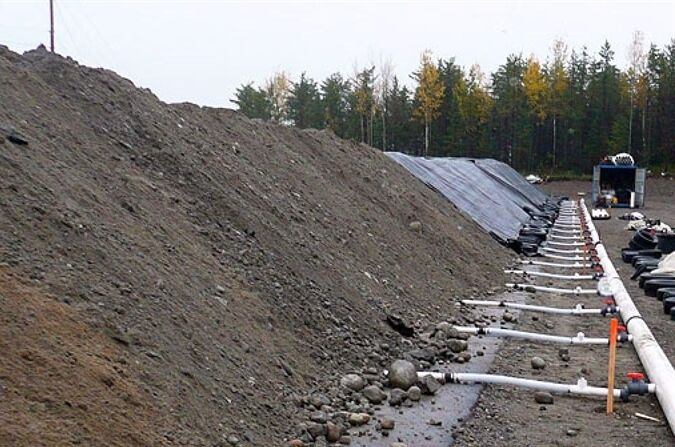 پاکسازی ۲۰ هزار تن خاک آلوده در مرکز انتقال نفت گندمکار آغاز شد