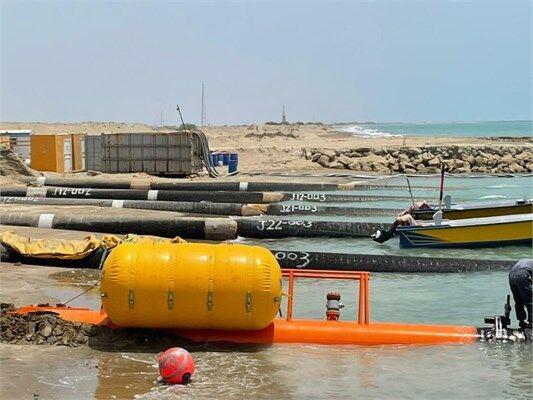 عملیات کشش لوله از ساحل در طرح پایانه نفتی جاسک تکمیل شد