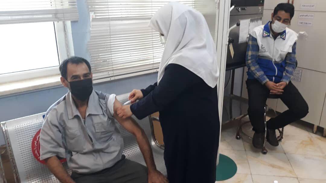 کارکنان پتروشیمیهای ماهشهر واکسینه میشوند