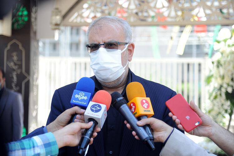 جواد اوجی، وزیر نفت  در جمع خبرنگاران