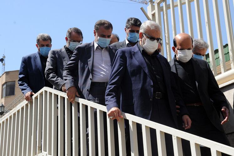 ادای احترام جواد اوجی،وزیر نفت به شهدای گمنام دفاع مقدس