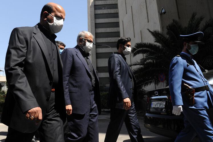 حضور جواد اوجی، وزیر نفت در ساختمان مرکزی وزارت نفت