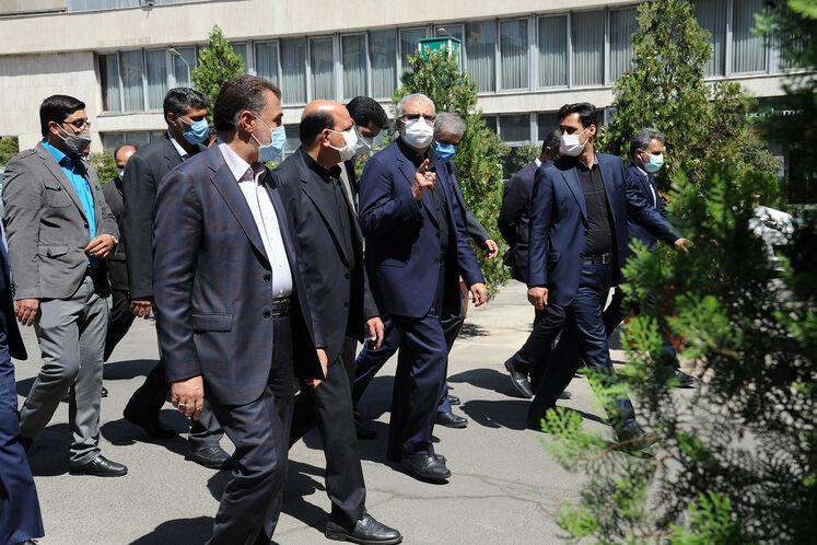 ادای احترام جواد اوجی، وزیر نفت به شهدای گمنام دفاع مقدس
