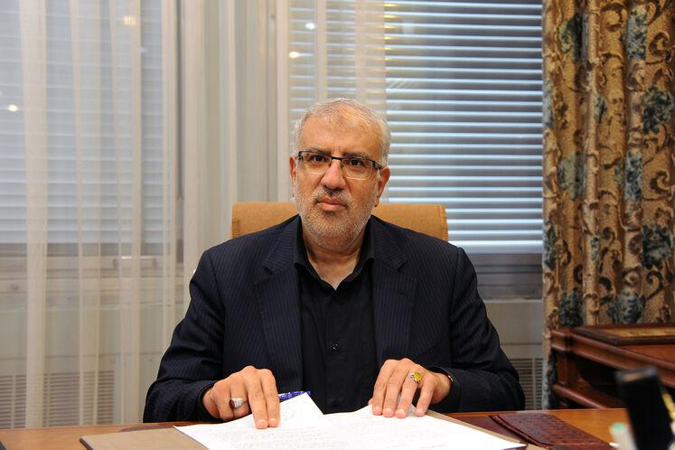 حضور جواد اوجی، وزیر نفت در ساختمان وزارت نفت