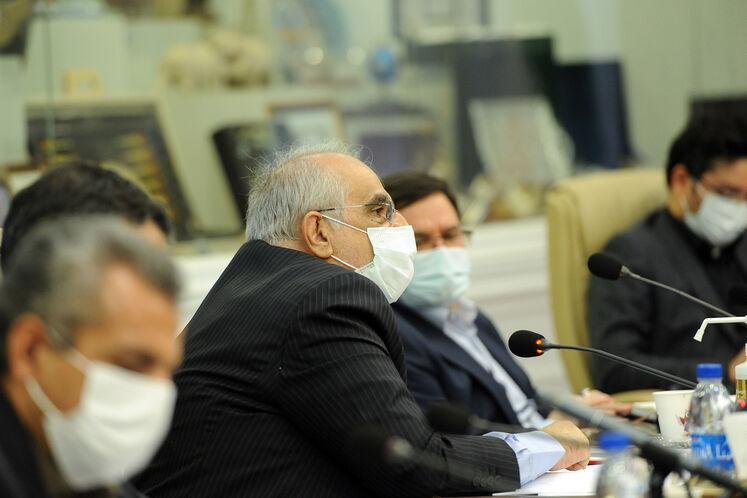 مسعود کرباسیان، مدیر عامل شرکت ملی نفت ایران در نخستین نشست جواد اوجی، وزیر نفت با شورای معاونان وزارت نفت
