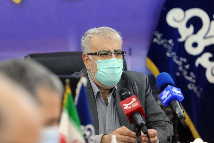نشست جواد اوجی، وزیر نفت با مدیران صنعت نفت در منطقه ویژه اقتصادی انرژی پارس برای بررسی طرحهای گازی و پتروشیمی