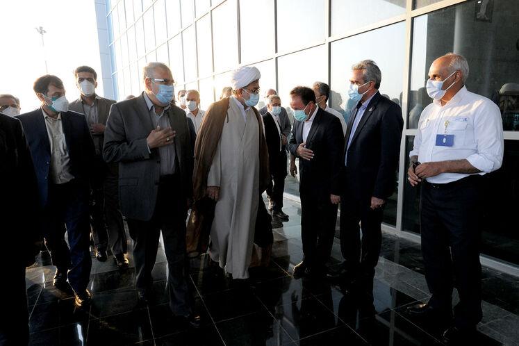ورود جواد اوجی، وزیر نفت به فرودگاه عسلویه